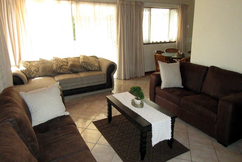 Meridean Villa 1 - Self Catering House in Ramsgate - Lounge